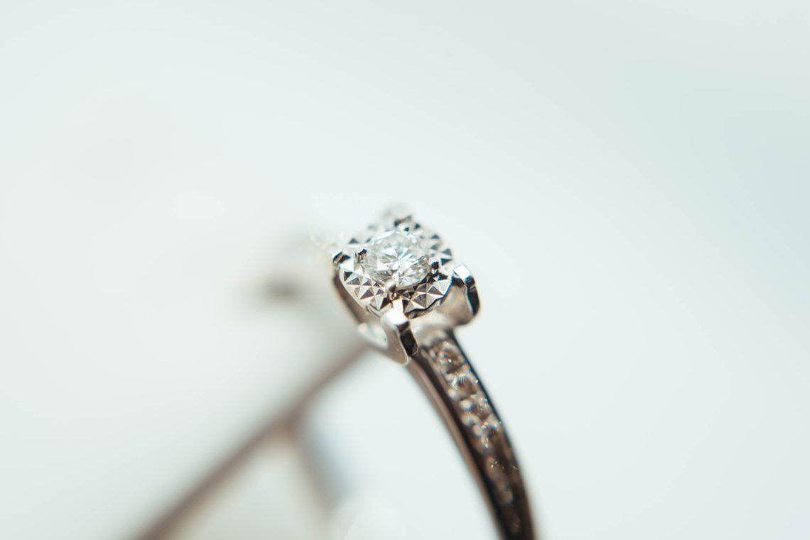 Pierścionki zaręczynowe białe złoto