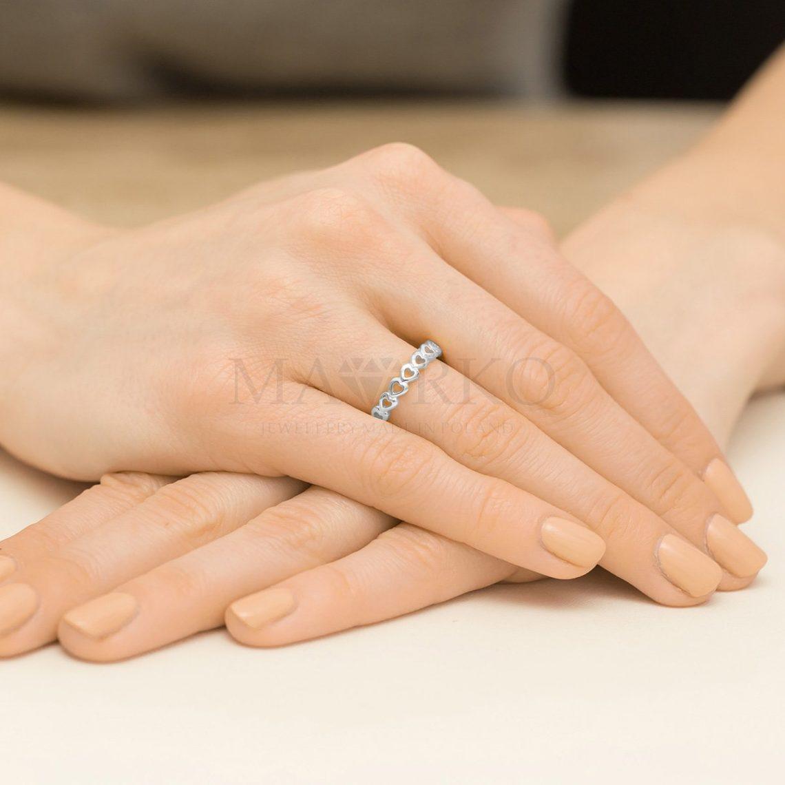 srebrny pierścionek serca